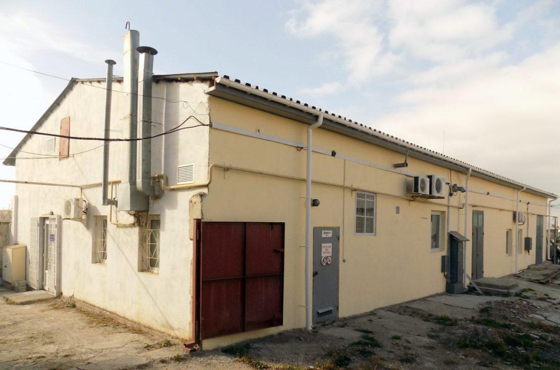 Здание на ул. Коммунальная, 27А, в котором расположен офис ЦИВССМ (г. Симферополь)